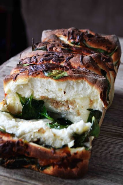 Spinach Feta Pull-Apart Garlic Bread (via Dreamer Attraction)